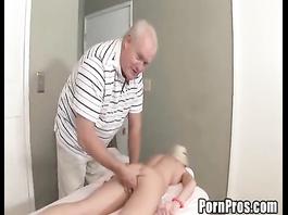 Teen blonde babe got fooled by mature massagist
