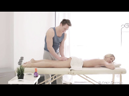 Handsome massagist got pleased with hot hardcore fuck