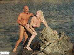 Juicy boobed blonde with awesome bubble butt passionately fucks at the beach
