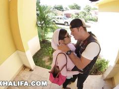 Naughty Muslim slut Mia Khalifa shares her boyfriend with sister
